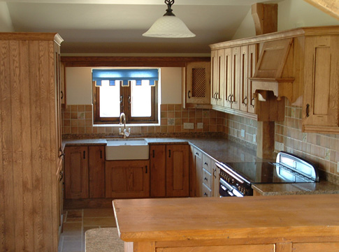 Bespoke-kitchen-Essex-traditionalwoodcraft.co.uk